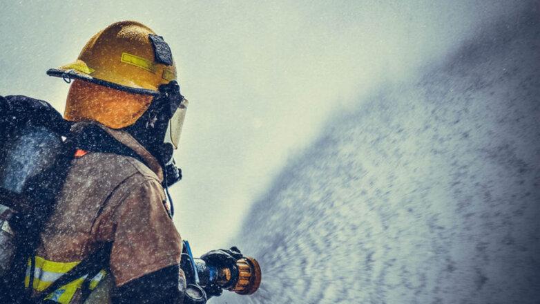 Пожарный МЧС Тушение пожара Пожар