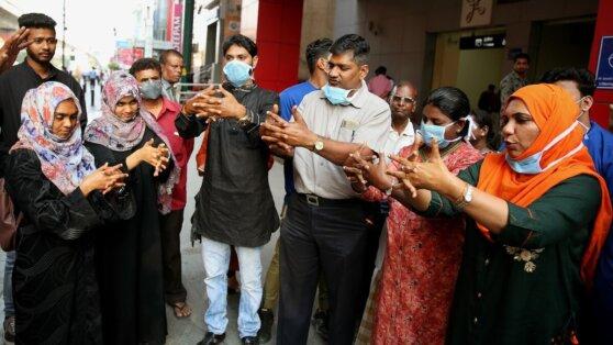 Почему Индии удается успешно сопротивляться COVID-19
