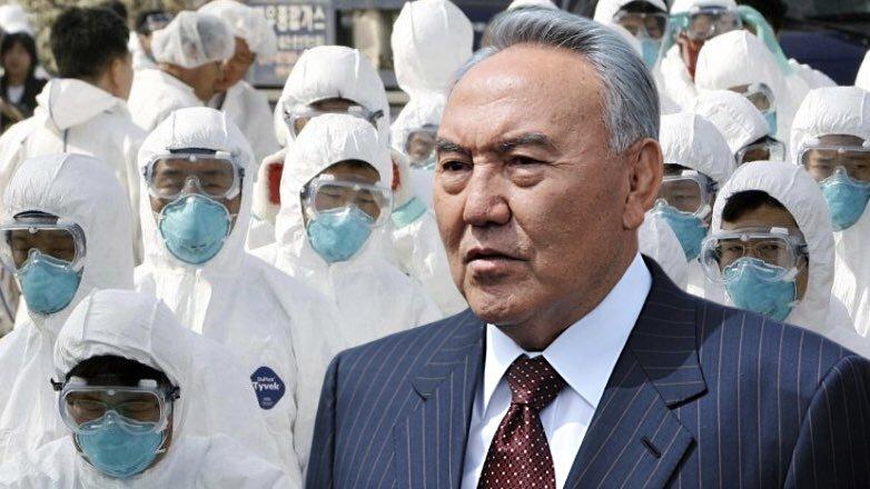 Назарбаев и люди в медицинских масках