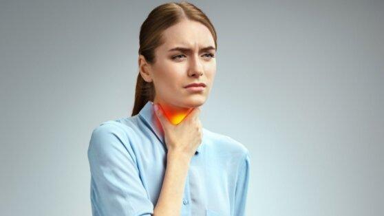 Врачи рассказали, как отличить боль в горле при коронавирусе от простудной