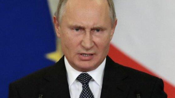 Путин жестко отчитал чиновников и бросил в их сторону ручку