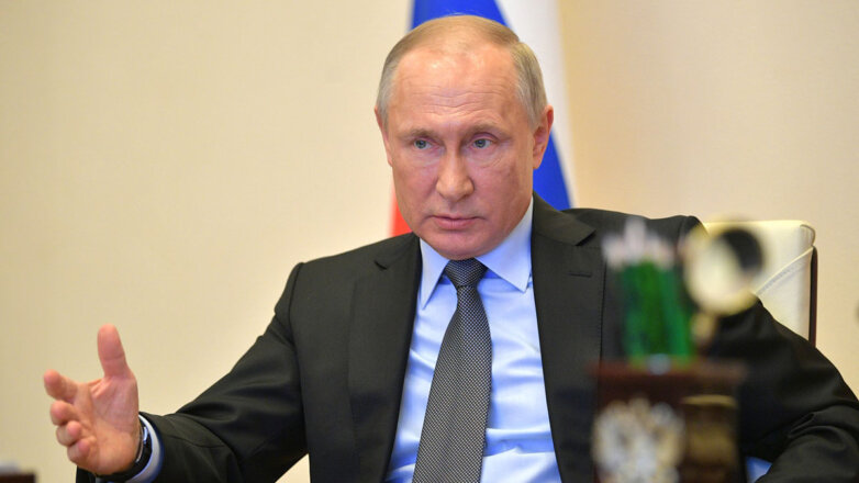 Владимир Путин жестикулирует