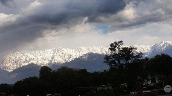 В Индии впервые за 30 лет удалось увидеть Гималаи