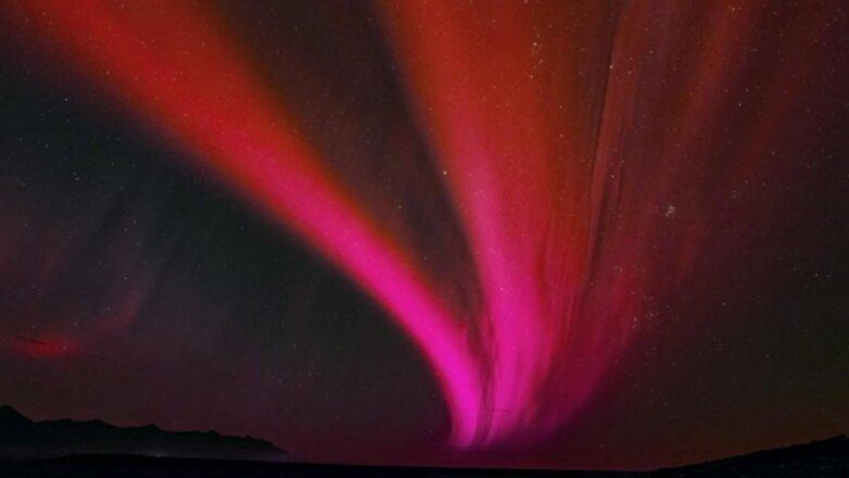 Красное сияние в небе красный веер