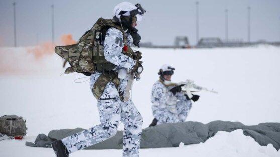 ВДВ первыми в мире десантировались в Арктике с высоты 10 тыс. метров