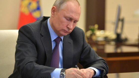 Путин подписал закон об универсальных услугах связи