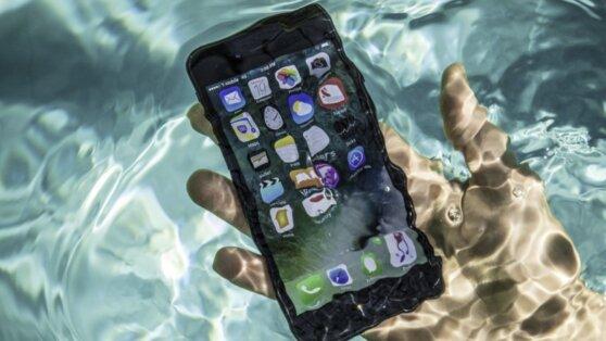 iPhone 8 «выжил» после двух месяцев под водой