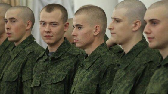 Выпускников российских школ освободили от весеннего призыва