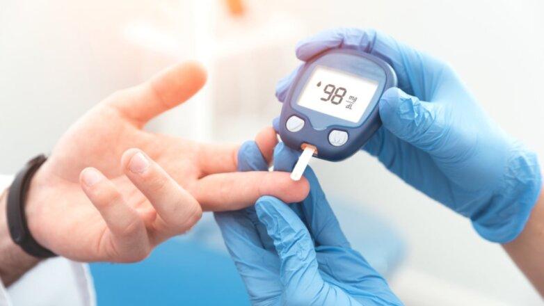 Диабет глюкометр рука врач
