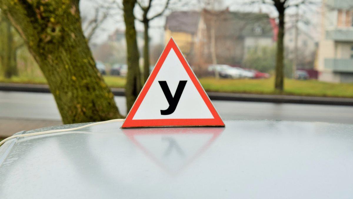 Автошкола сдача экзамена на водительские права учебная машина два