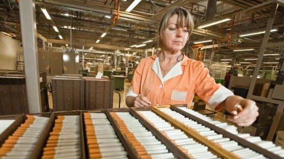 Производители сигарет остановили работу фабрик России