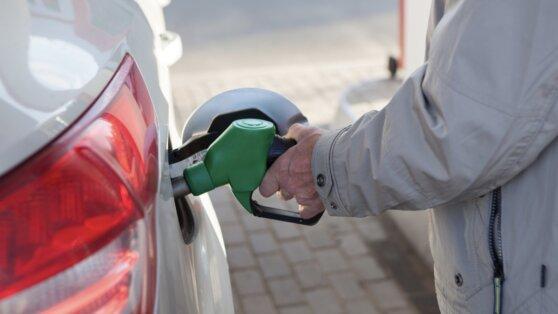 Оптовые цены на бензин марки Аи-95 снизились впервые за неделю