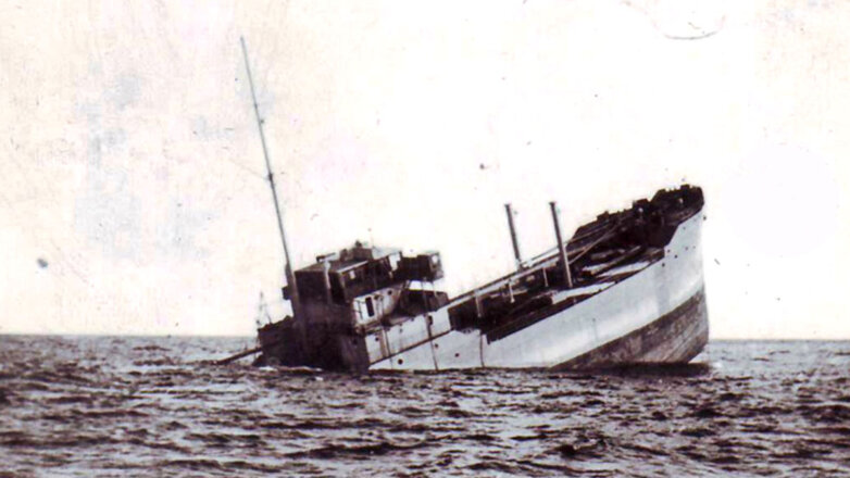 """Итальянский танкер """"Суперга, торпедированный Александром Девятко"""