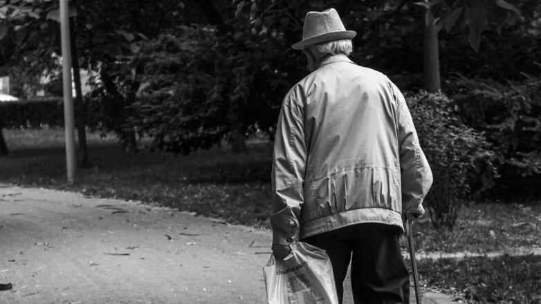 Одинокий старик Пенсионер