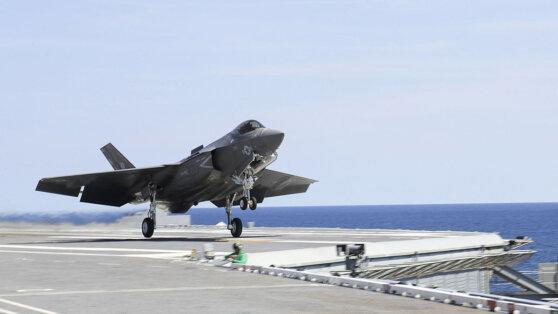 F-35C едва не упал с авианосца во время взлета