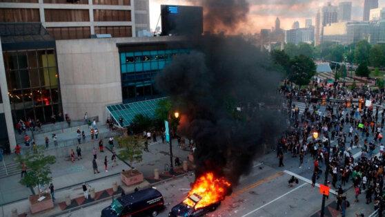 Беспорядки и столкновения с полицией охватили несколько крупных городов в США
