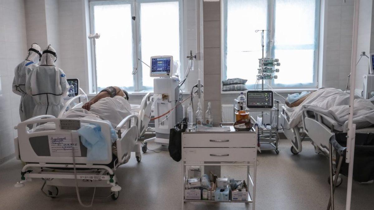 Коронавирус Больница просторная палата врачи больные пациенты окна
