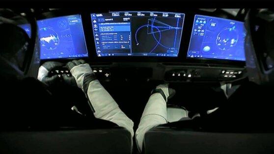 Астронавты перешли на МКС с корабля Crew Dragon