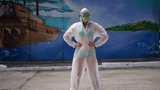 Россияне разделись в поддержку тульской медсестры в бикини