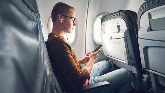 Пилот объяснил, почему во время полета необходимо выключать телефон