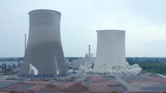 Снос атомной электростанции в Германии сняли на видео