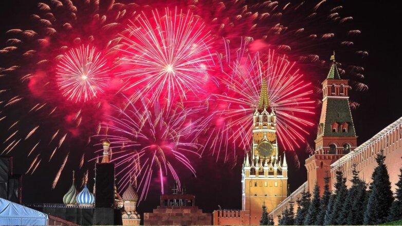 Праздничный салют праздник День Победы города Кремль