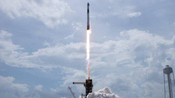 Crew Dragon состыковался с МКС