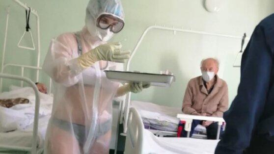 В Туле медсестра пришла на работу в купальнике