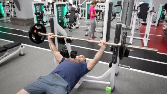 Фитнес-клубам и бассейнам разрешат работать только по записи