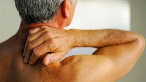 Врачи назвали необычный симптом диабета на шее