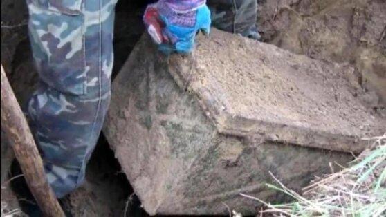 В Ростовской области нашли запертый сейф времен ВОВ