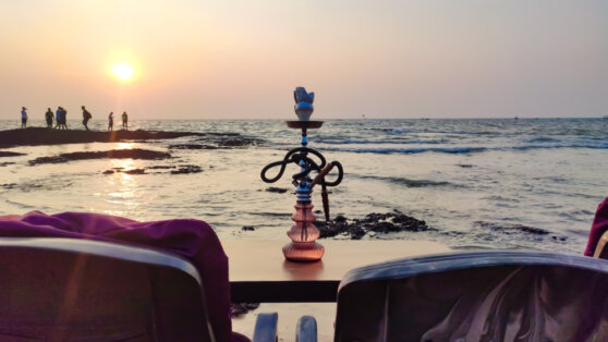 На пляжах Турции запретят курить кальян и сигареты