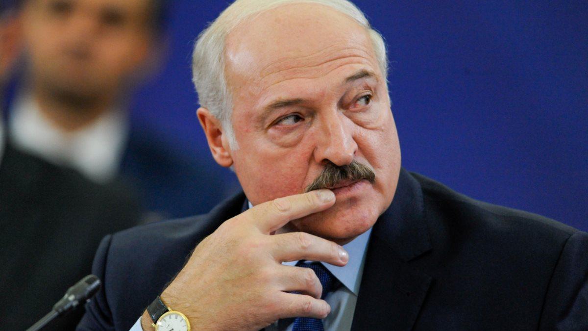Президент Белоруссии Александр Лукашенко задумался