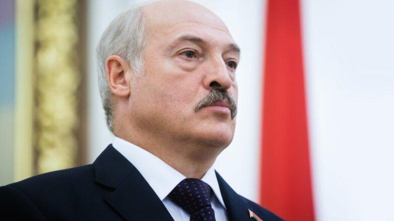 Президент Белоруссии Александр Лукашенко серьёзный синий галстук