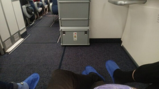 Авиапассажирам рассказали об опасности перелетов без обуви