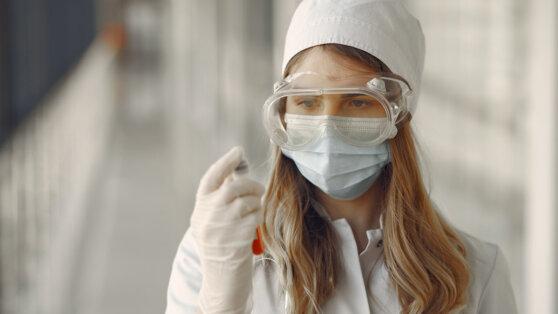 В США до конца лета начнут производить «перспективную» вакцину от коронавируса