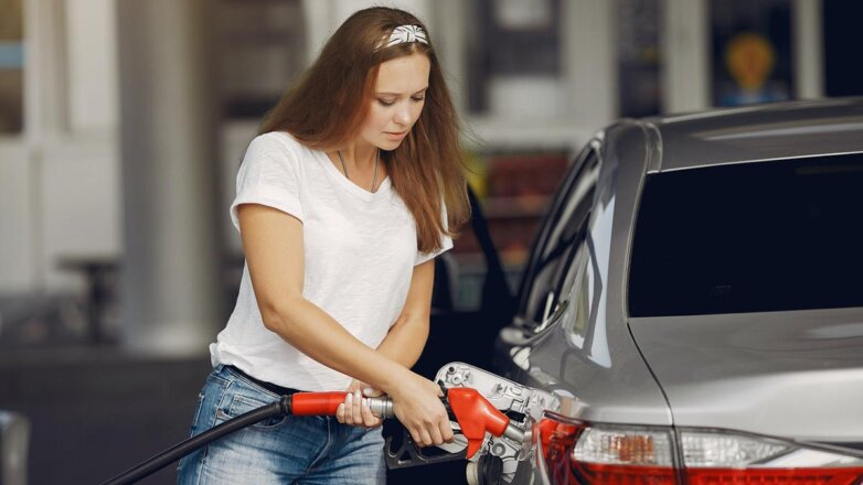Бензин Заправка Топливо Девушка