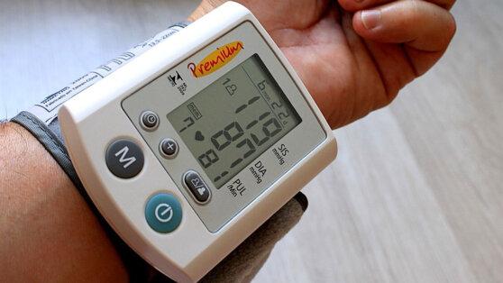 Названы народные методы снизить давление без лекарств