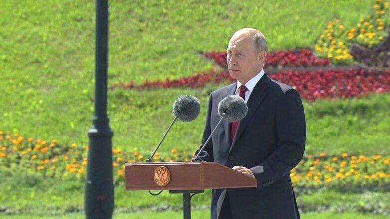 Владимир Путин и микрофоны