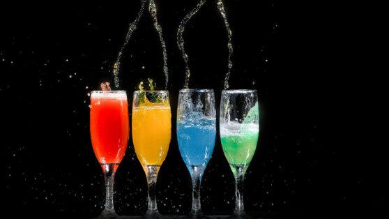 Названы самые опасные в период жары напитки