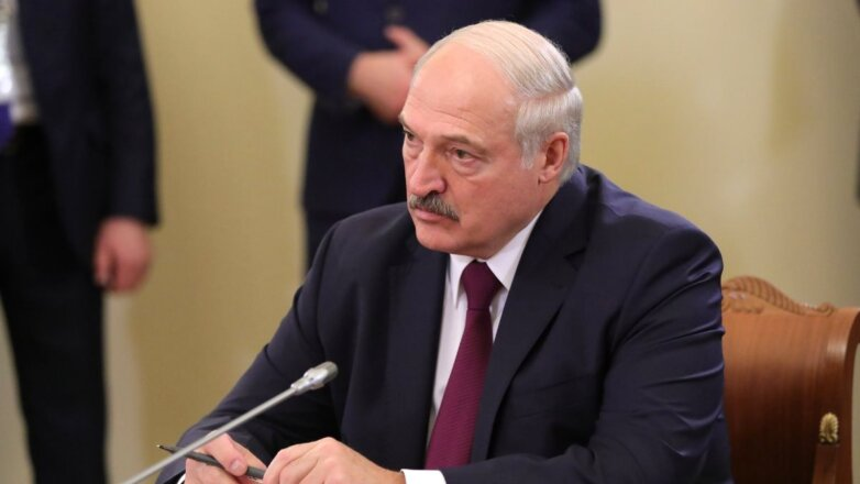 Президент Белоруссии Александр Лукашенко в кресле
