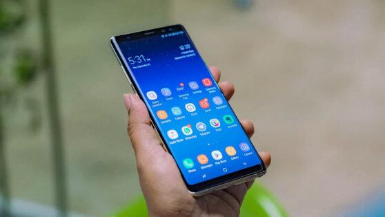 Смартфоны Samsung массово позеленели