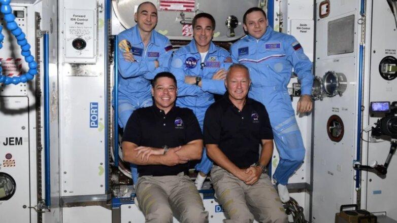Экипаж МКС пять
