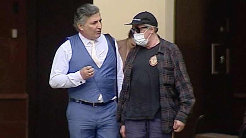 Эльман Пашаев и Михаил Ефремов разговаривают