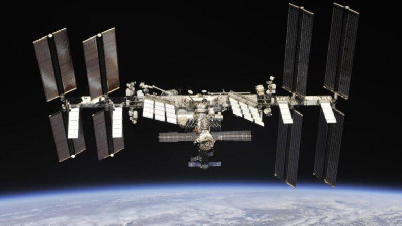 Международная космическая станция МКС чёрный фон