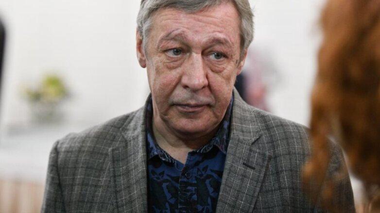 Актёр Михаил Ефремов белый фон