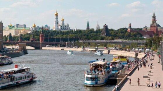 В Москве теплоход с выпускниками столкнулся с причалом