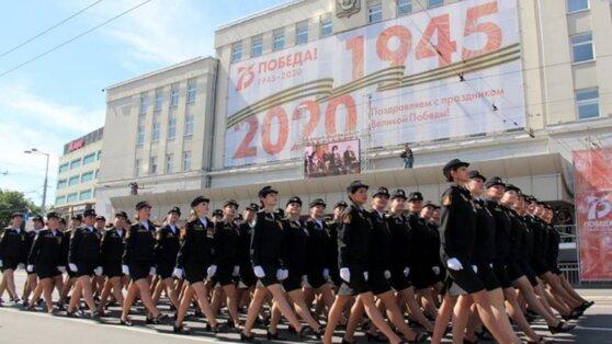 В Калининграде наградят девушку, потерявшую туфлю во время парада Победы