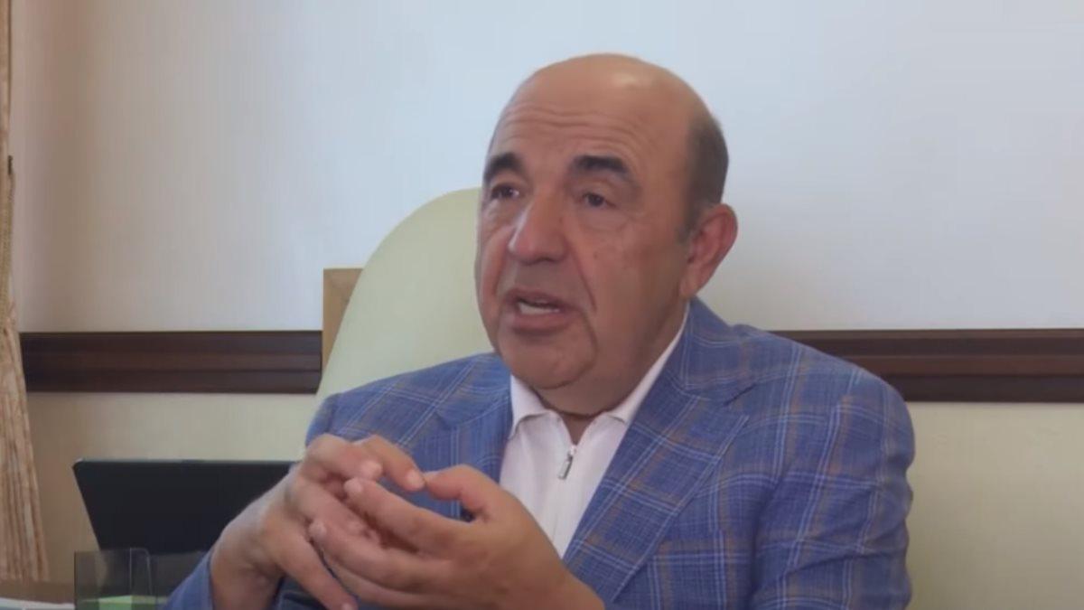Вадим Рабинович жестикулирует