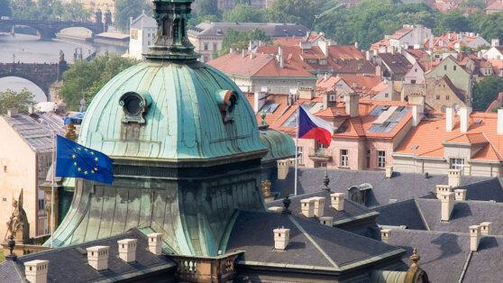 Чехия выслала из страны двух сотрудников посольства России